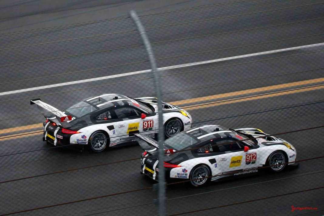 2016 911 & 912 at 2016 Daytona Roar, side-by-side on track. Credit: Porsche AG