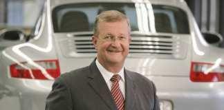 Regional Court of Stuttgart exonerates Wiedeking: Dr. Wendelin Wiedeking with 911 in b.g. Credit: Porsche AG