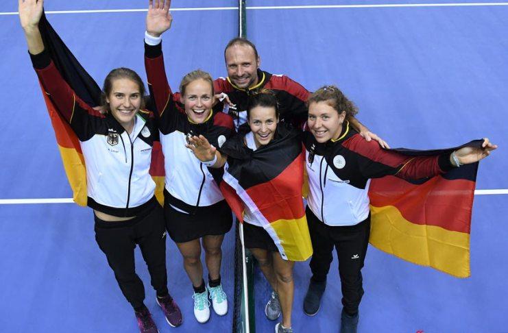 Porsche Team Germany wins Minsk 2018 Tennis Fed Cup: Porsche Team Germany group photo at Minsk. Antonia Lottner, Anna-Lena Grönefeld, Team Coach Jens Gerlach, Tatjana Maria, Anna-Lena Friedsam (l-r) Credit: Porsche AG