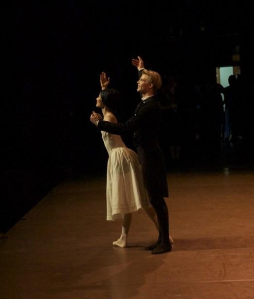 """Korea-Gastspiel: DIE KAMELIENDAME - Verbeugung nach der Vorstellung von """"Die Kameliendame"""" in Seoul: Sue Jin Kang und Marijn Rademaker"""