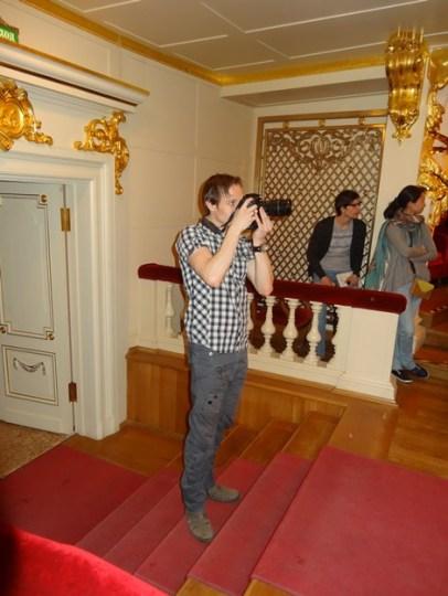 Roman Novitzky fotografiert den Schlussapplaus