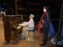 Aufwärmtraining auf der großen Bühne: David Diamond (Klavier) und Marcia Haydée