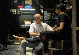 Masseur Richard Gilmore behandelt Tänzer Constantine Allen