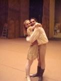 """Japan Gastspiel, """"Der Widerspenstigen Zähmung"""": Eine sehr glückliche Katharina (Katja Wünsche) mit einem sehr glücklichen Petrucchio (Jason Reilly), Foto: Stuttgarter Ballett"""