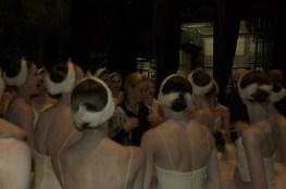 """Japan-Gastspiel, """"Schwanensee"""": ... und zu Ihrer Ballettmeisterin Andria Hall, Foto: Stuttgarter Ballett"""