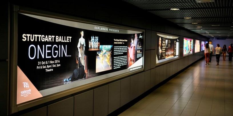 In Singapur wurden wir gleich von Werbetafeln für unsere Vorstellungen empfangen.