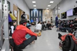 Auch am Vorstellungstag finden Training und Proben statt! Hier warten die Tänzer gerade in der Lounge des Koreanischen Nationalballetts bevor das Training beginnt.