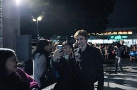 Darauf haben die Fans vorm Bühneneingang gewartet: Ein Selfie mit Friedemann Vogel!