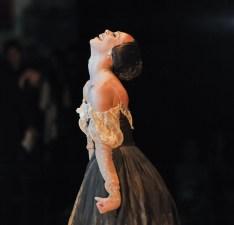 Anna Osadcenko als Tatjana, kurz bevor der Vorhang fällt