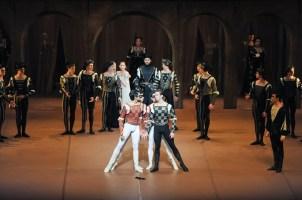 Robert Robinson als Tybalt, Constantine Allen als Romeo