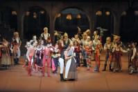 Ein überglücklicher Romeo: Constantine Allen mit Daniela Lanzetti als Julias Amme