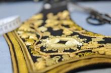 Königliche Kostüme werden in der Schneiderei hergestellt ...