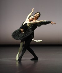 Das Dreamteam: Elisa Badenes und Constantine Allen im Pas de deux aus Schwanensee, Foto: Stuttgarter Ballett