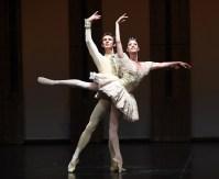 Anna Osadcenko mit Semyon Chudin vom Bolschio Ballett im Dornröschen Pas de deux, Foto: Stuttgarter Ballett