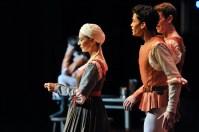 Sonia Santiago als Amme, Adhonay Soares da Silva als Benvolio, Robert Robinson als Mercutio