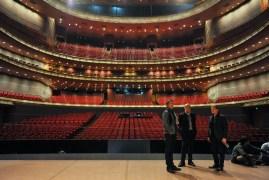 Tamas Detrich, Reid Anderson, Krzysztof Nowogrodzki auf der Bühne des National Center for the Performing Arts