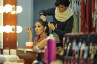 Hyo-Jung Kang in der Maske mit Jenny Drechsler-Vogel