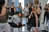 Die Choreographin in Aktion: Probe zu Katarzyna Kozielskas Dark Glow