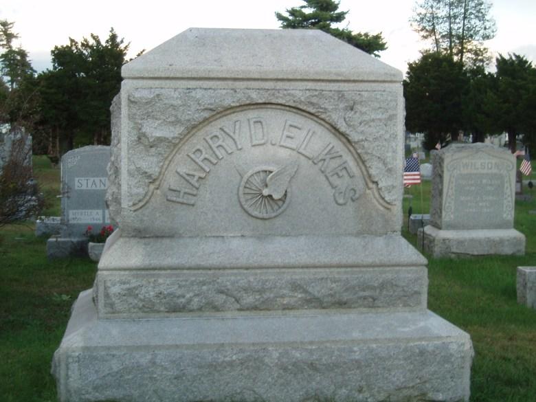 Het graf van Harry Elkes, 25 jaar, in Warren County, New York.