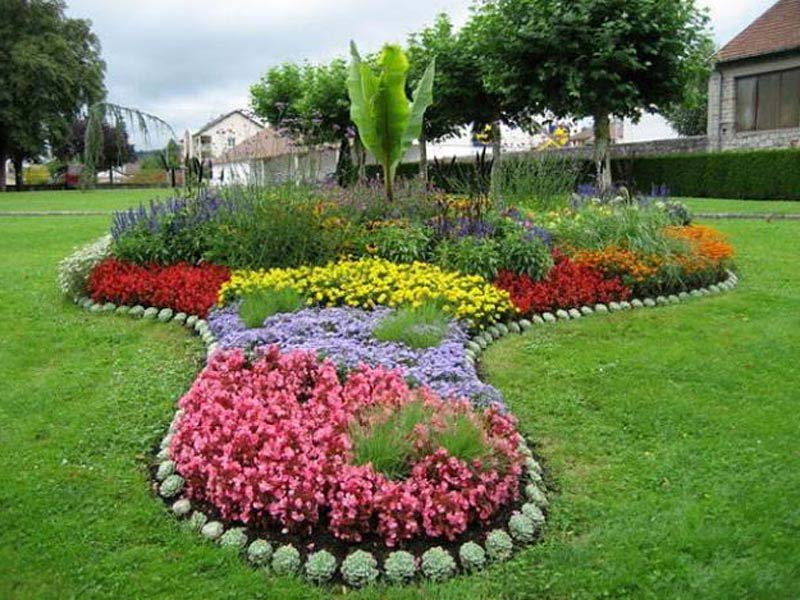 Easy And Simple Landscaping Edging Ideas For The Economic