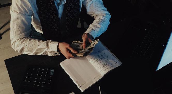 """Багатії та """"злидні"""" Івано-Франківської міськради: як декларуючи мізерні доходи заробити мільйони"""