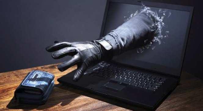 Нова схема шахрайства: на Прикарпатті «розводять» користувачів заборонених соцмереж