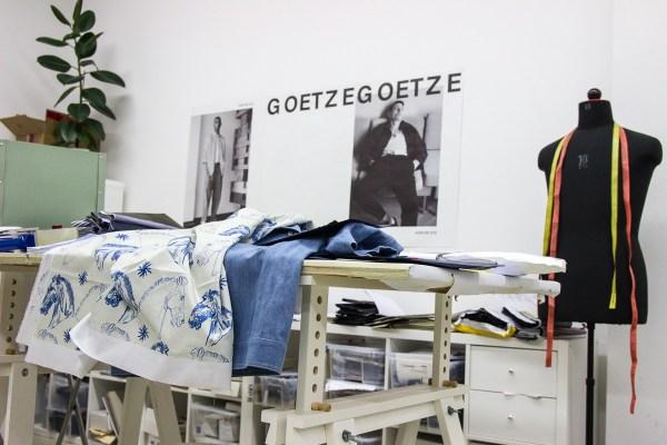 Stoffpuppe, Entwürfe und Stoffe im Atelier von Sissi Goetze
