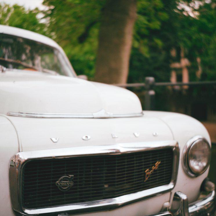 Volvo detail. Zeiss-Ikon Nettar 517/16, Lomography 400 film