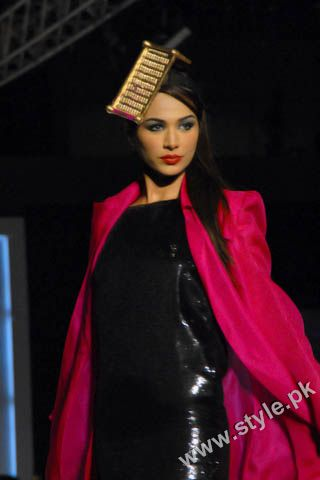 Fashion Designer Mohsin Ali's Dresses For Women in PFDC Sunsilk Fashion Week 2011 Lahore (3)