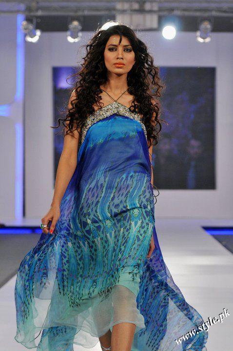 Ayesha Farooq Hashwani's white and pure collection 2011 (7)