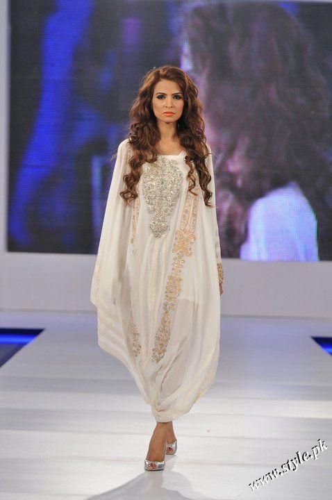 Ayesha Farooq Hashwani's white and pure collection 2011 (1)