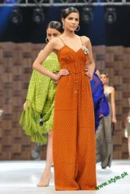 Sana-Safinaz-Latest-Collection-At-Lux-Style-Award-2011-7 style.pk