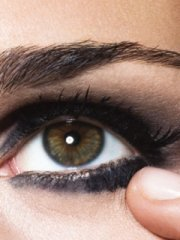 easy steps to do beautiful smokey eyes make up