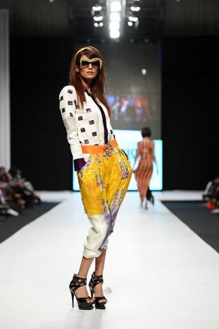 Ayesha Ibrahim Latest Fashion Dresses For Girls At Fashion Pakistan Week 2013 0013