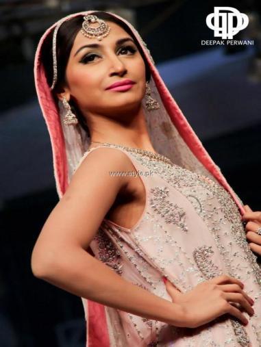Deepak Perwani Bridal Collection at BCW 2013 013