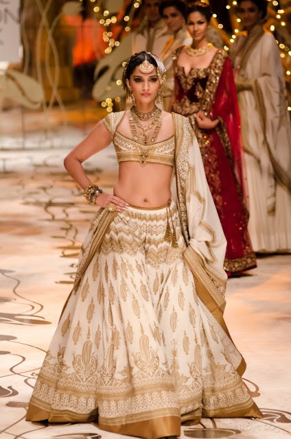 Rohit Bal Bridal Collection At Indian Bridal Fashion Week 2013 0042