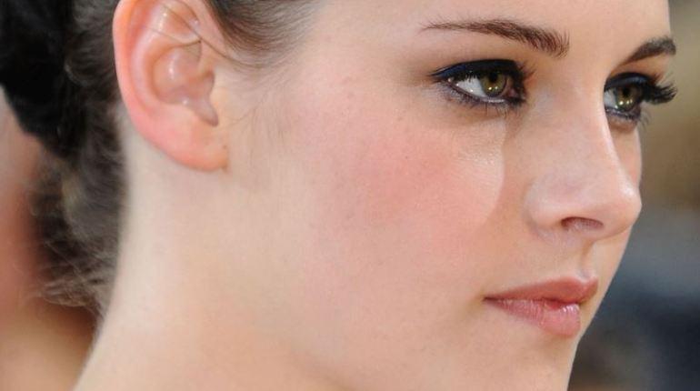 Learn How to keep eyes make-up safe - Kristen Stewart Eyes