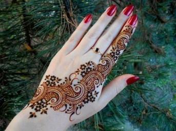 Simple Mehndi Designs For Girls 001