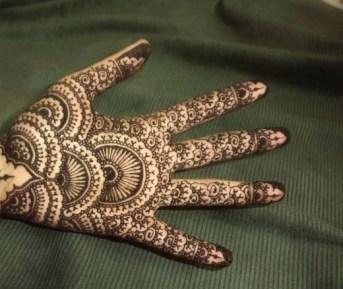 Simple Mehndi Designs For Girls 004