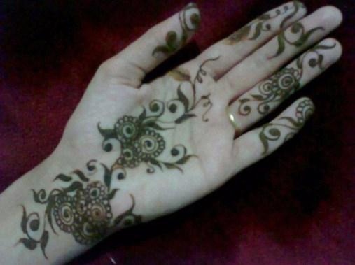 Simple Mehndi Designs For Girls 006