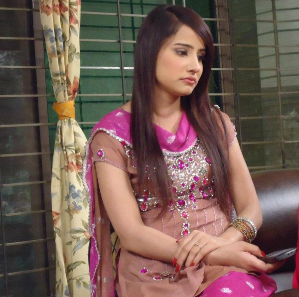 Saniya Shamshad Biography And Pictures 002