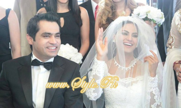Veena Malik Valima Reception In White Wedding Style Pic 12