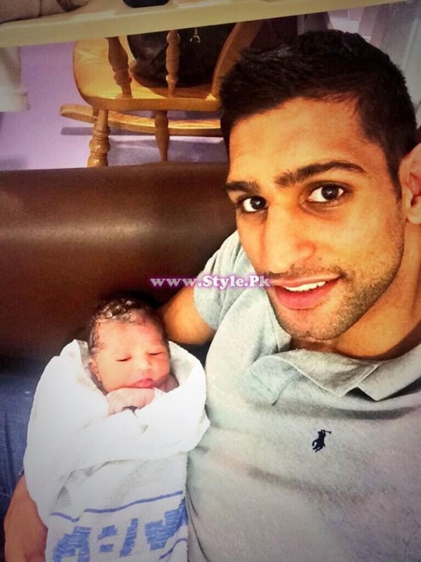Boxer Amir Khan's Daughter  LAMYSA