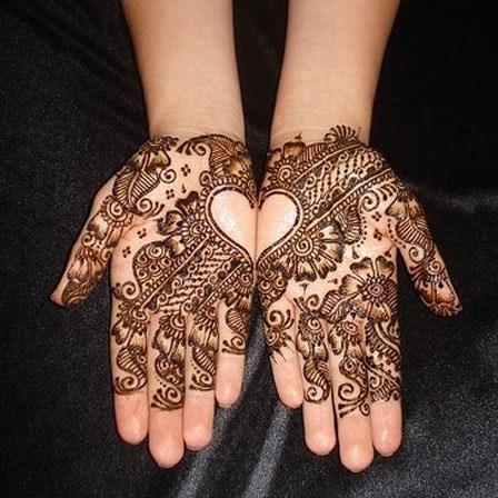 Loved Heart Mehndi Designs For Women 008