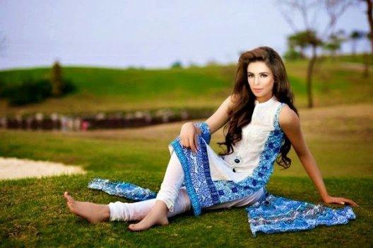 Trends Of Designer Lawn Dresses In Summer 008