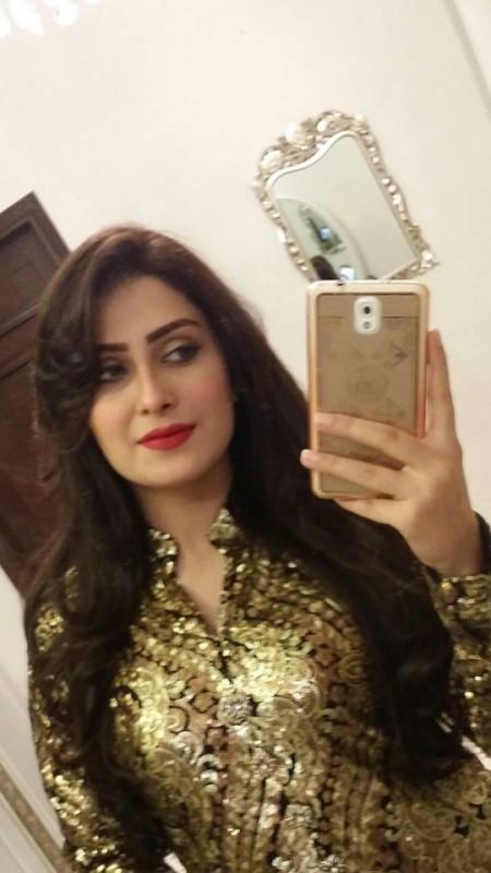 Aiza Khan selfie