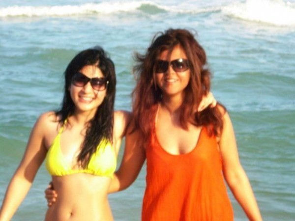 Beach Pictures Of Pakistani Actresses