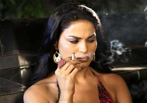 veena malik smoking pictures