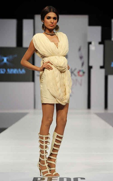 Pakistani Female Models And Their Heights 004