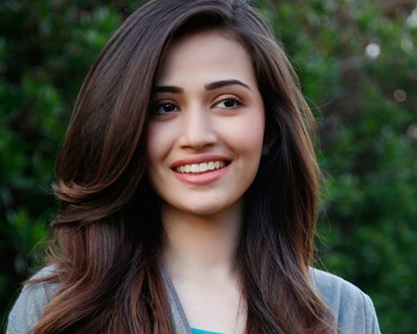 Pakistani Actress Sana Javed Biography 0010